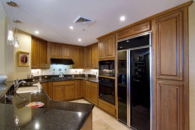 15802 N 71st St Scottsdale AZ-small-015-31-Kitchen 0237-666x444-72dpi